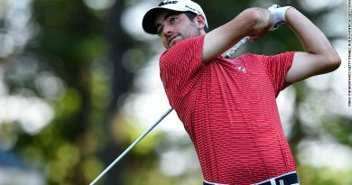 Pro golfer has clubs stolen … shoots 63 with borrowed set, qualifies for Tour.